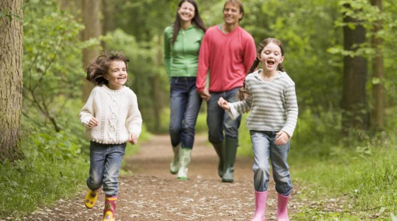 Kalorienverbrauch beim Walken Spaziergang mit der Familie