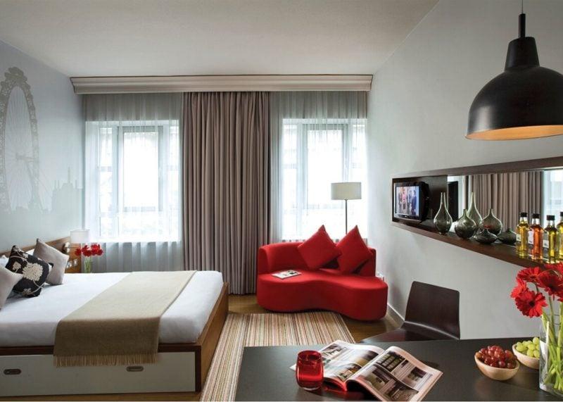 modern einrichten landhausstil möbel kombination weiß rot design country landhaus
