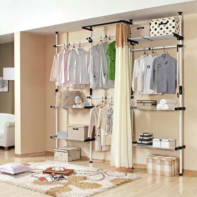 offene kleiderschrank regalsysteme weiß teppich vorhänge
