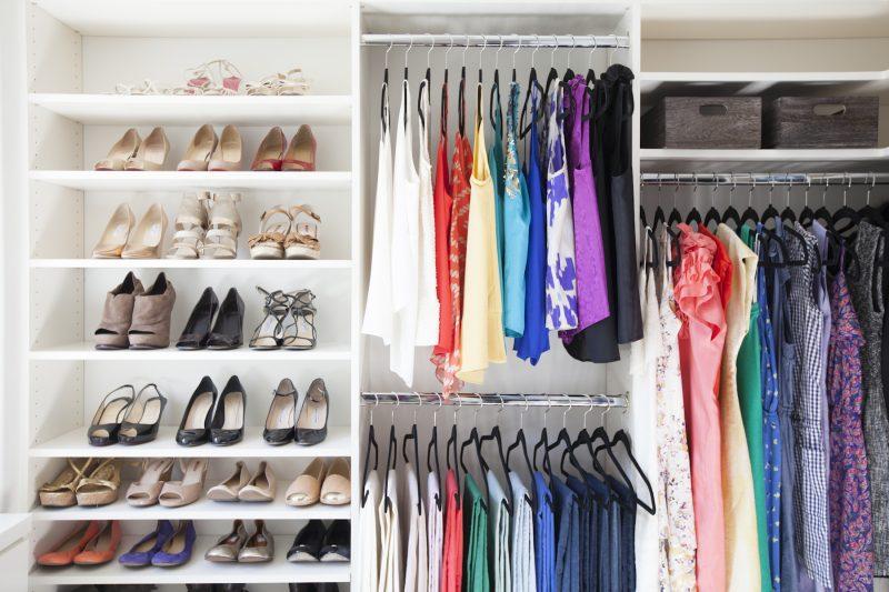 ordnung im schicken design begehbarer kleiderschrank selber bauen shcuhe kleider aufbewahren