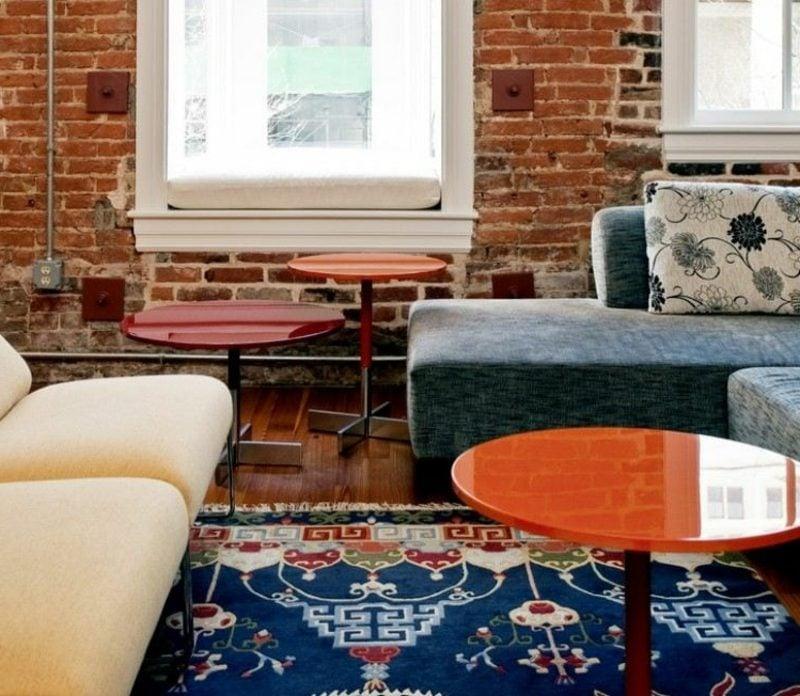Orientteppich In Blauen Nuancen Wohnzimmer Akzentwand Aus Backstein
