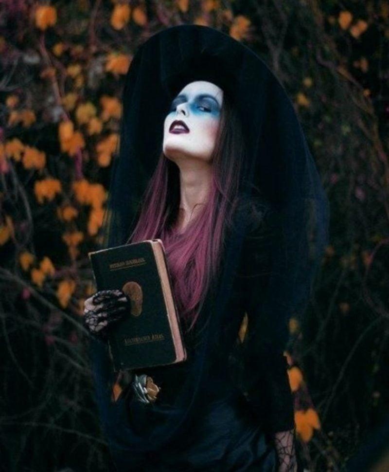 Halloween Kostüme Hexe blaue Augenschatten