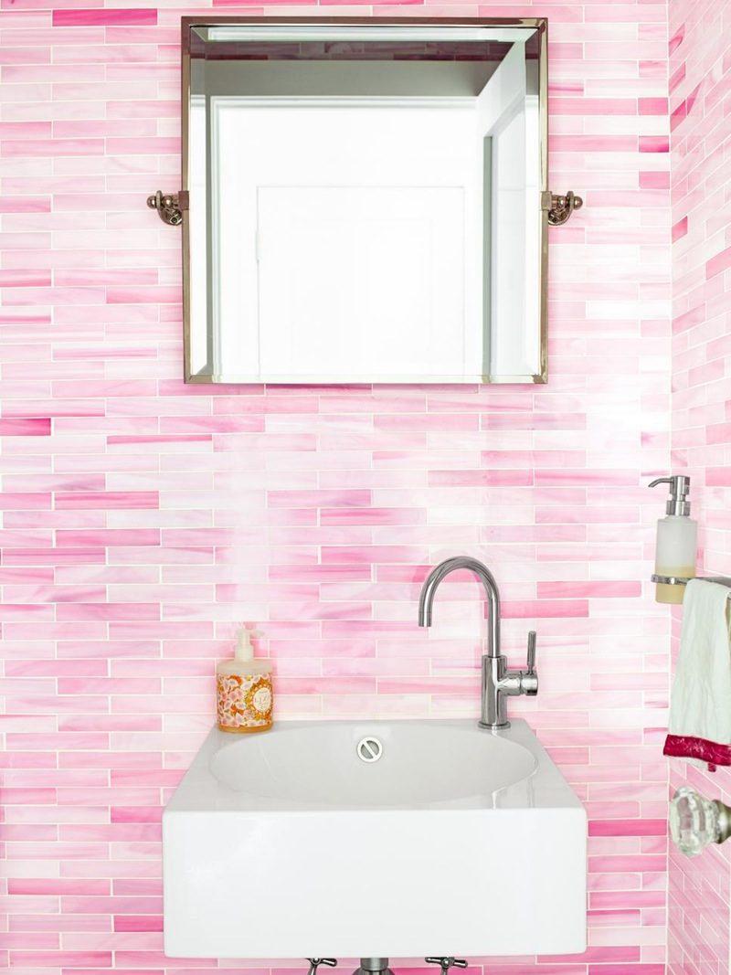 pastellfarben wandtapete badezimmer einrichten rosa modernes bad ideen