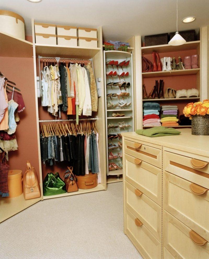 platz sparen ordnung schaffen begehbarer kleiderschrank selber bauen