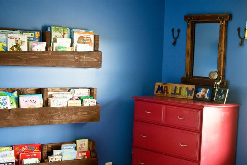 regal aus paletten schlafzimmer einrichten palettenmöbel