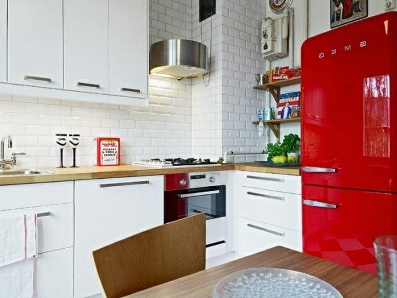 herrlicher Bosch Retro Kühlschrank Farbgestaltung rot