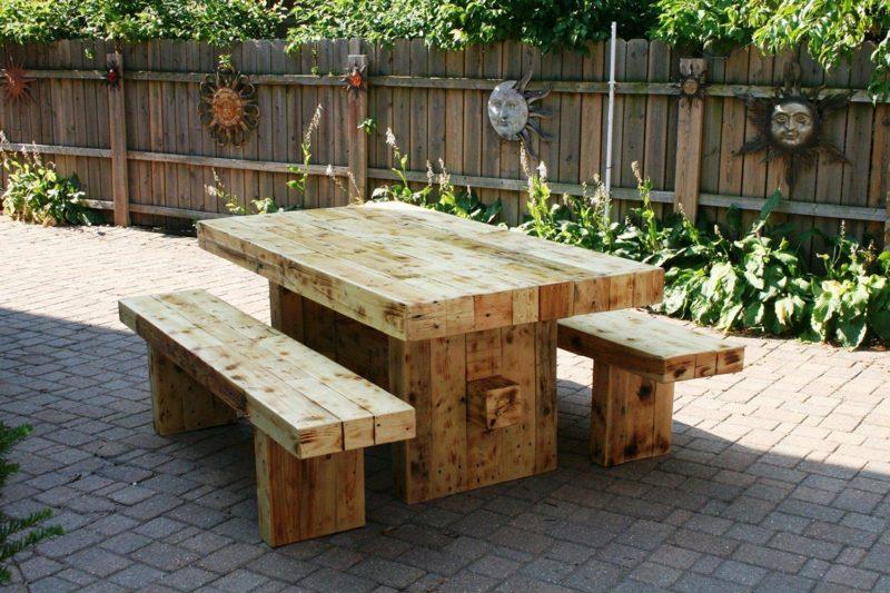 rustikale gartenmöbel holz tisch stuhl garten einrichten ideen