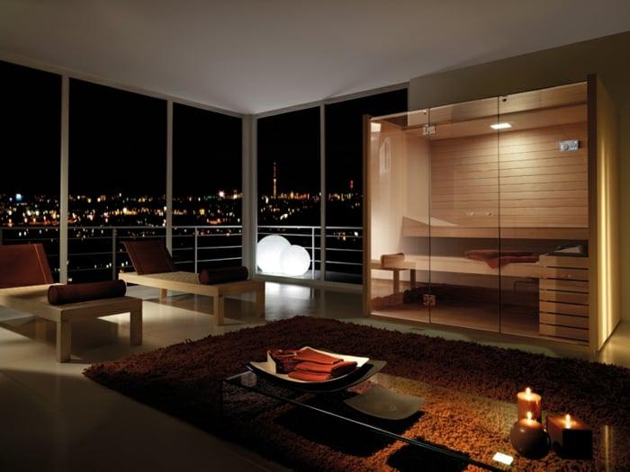 sauna-zu-hause-im-wohnzimmer-schoene-aussicht-auf-die-stadt-am-abend-teppich-tisch-kerze