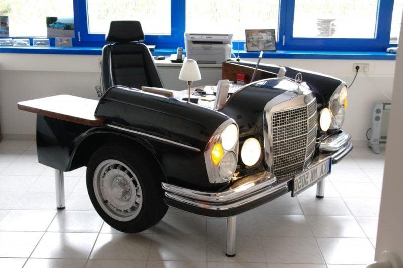 Schwarzer Schreibtisch aus Autoteilen!