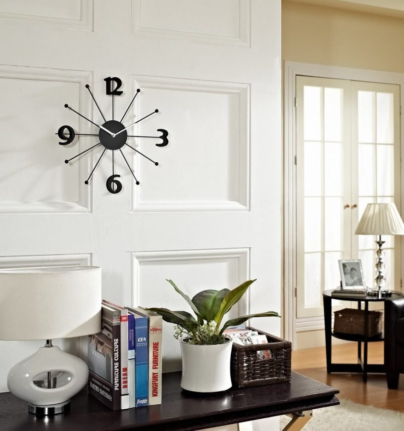 schwarze wanduhr dekoideen wohnzimmer einrichten wohnung dekorieren