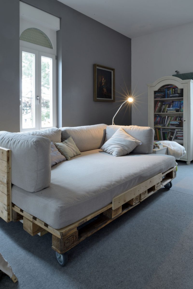 mbel aus paletten selber bauen awesome mbel aus paletten selber bauen sofa und kaffeetisch fr. Black Bedroom Furniture Sets. Home Design Ideas