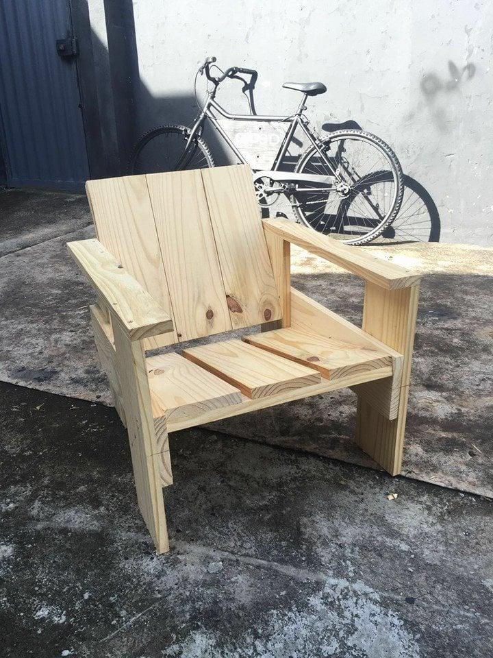 stuhl aus paletten palettenmöbel selber bauen