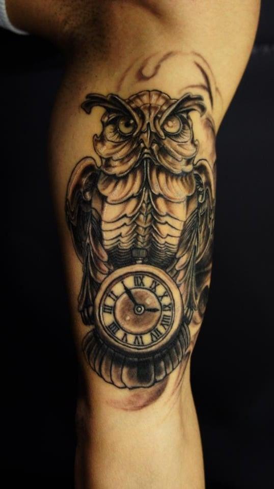 tattoo ideen kleine uhr eule tattoos männer