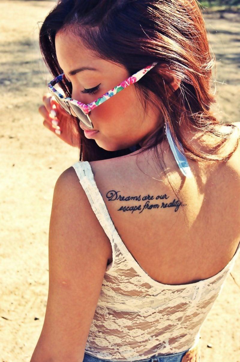 tattoo schriften frauen rücken tattoo ideen