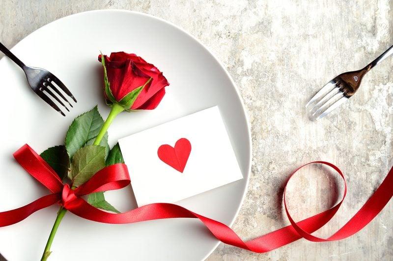 Am Valentinstag legen Sie Wert an kleine Aufmerksamkeit: Statistik zeigt, dass das Geschenk nicht mehr als 25 Euro kosten soll
