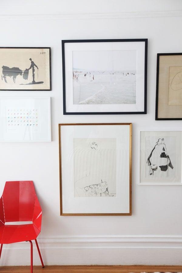 wand deko ideen wandgeatsltung stuhl rot bilder wohnzimmer dekorieren