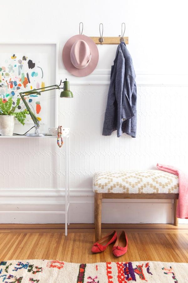wohnung dekorieren ideen eleganz zuhause hut jacke kleiderständer lampe kocker dekoideen