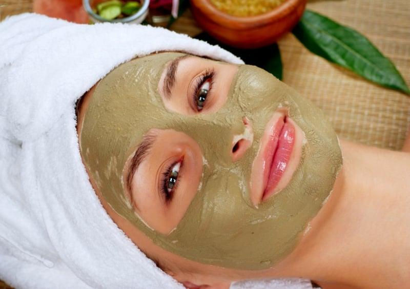 Gesichtsmaske selber machen Rezept mit Avocado trockene Haut