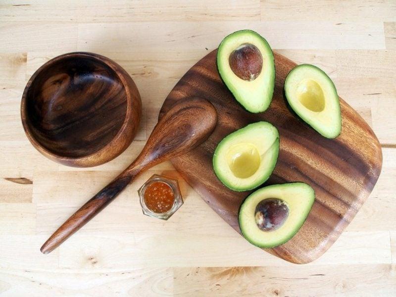 Maske selber machen Rezept mit Avocado gegen trockene Haut