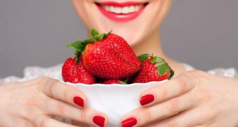 erfrischende Gesichtsmaske selber machen Rezept mit Erdbeeren