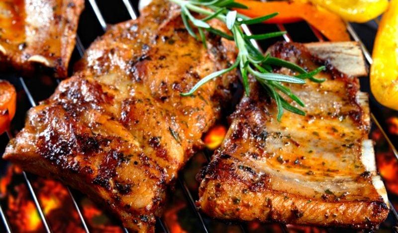 Essen ohne Kohlenhydrate gegrilltes Fleisch