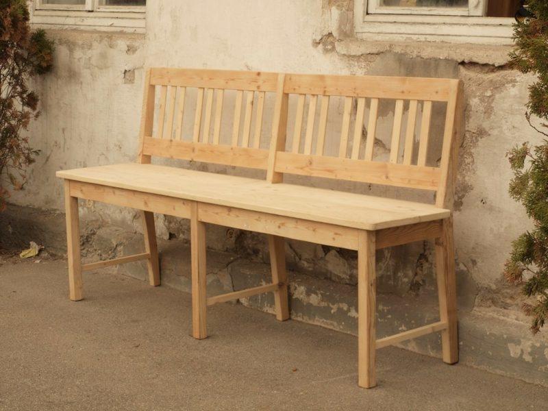 Gartenbank aus Holz hoch bequem