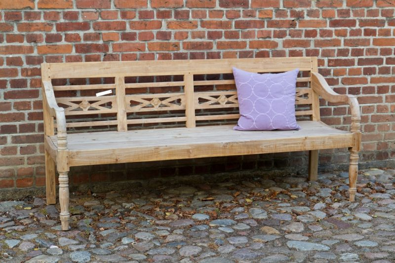 Gartenbank aus Holz lang mit Holzschnitzereien
