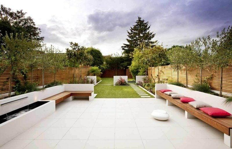 Gartenbank aus Holz bequem modern