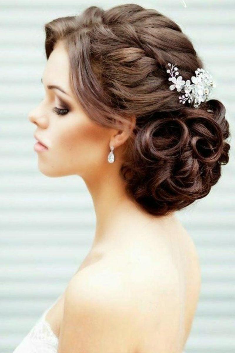 Brautjungfern Frisuren Hochzeit elegante Hochsteckfrisur mit Haarschmuck