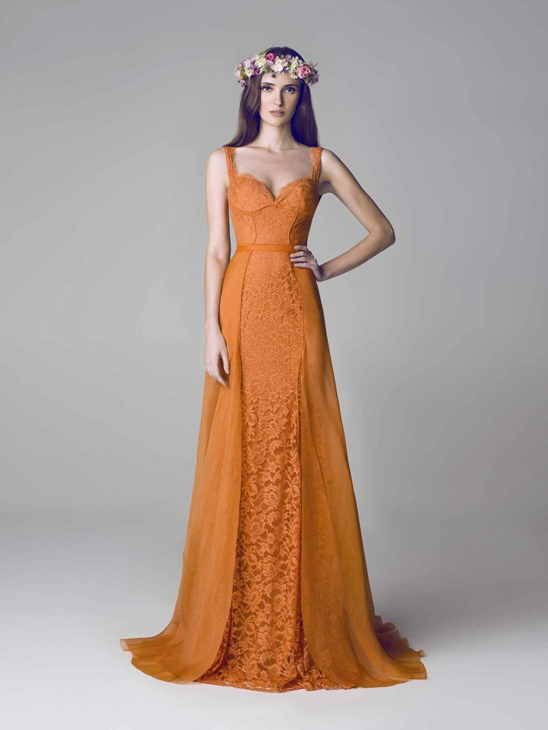 langes Hochzeitskleid Apricot farbe dunklere Nuance