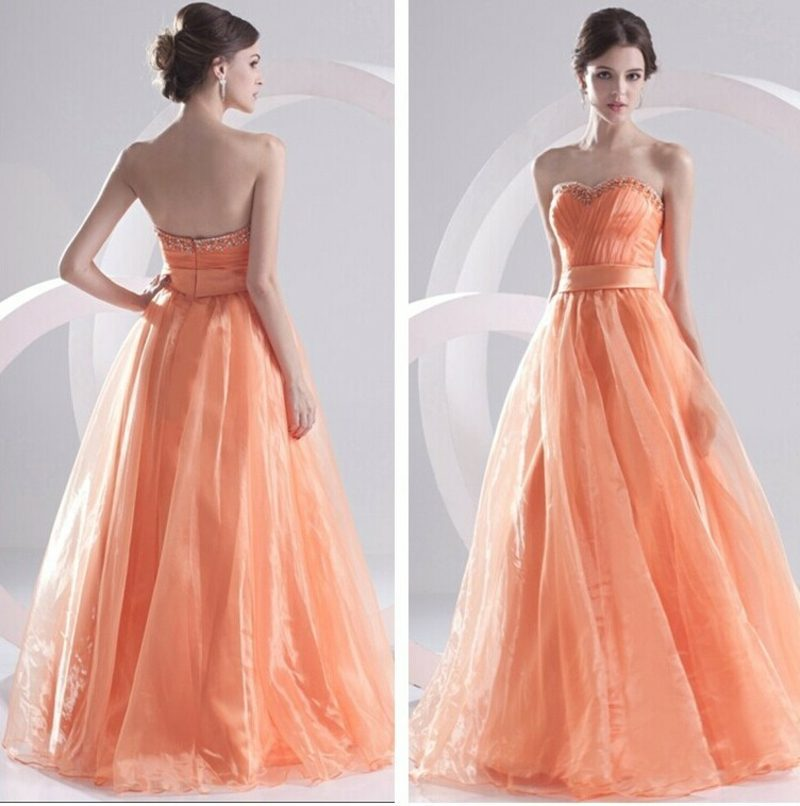 modernes Hochzeitskleid in Apricot farbe