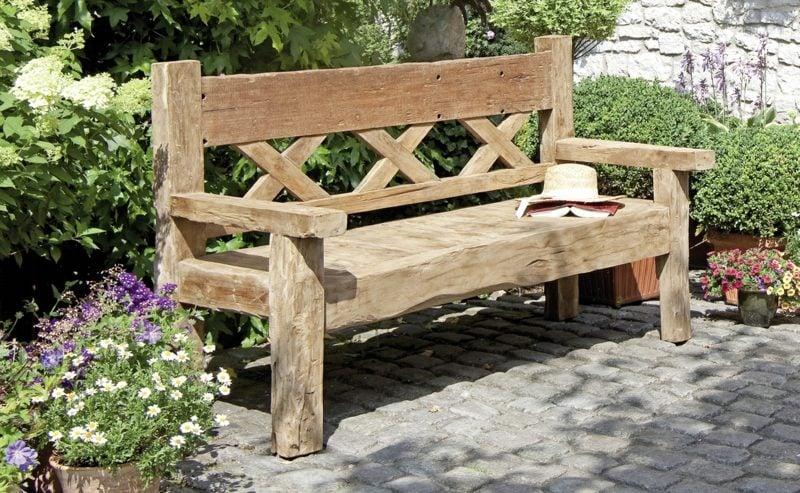 Gartenbank aus Holz rustikaler Look
