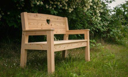 bequeme Gartenbank aus Holz im Vintage Stil