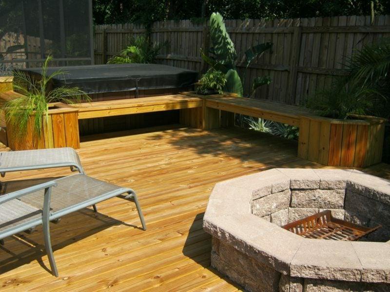 Gartenbank aus Holz einfaches Design bequem