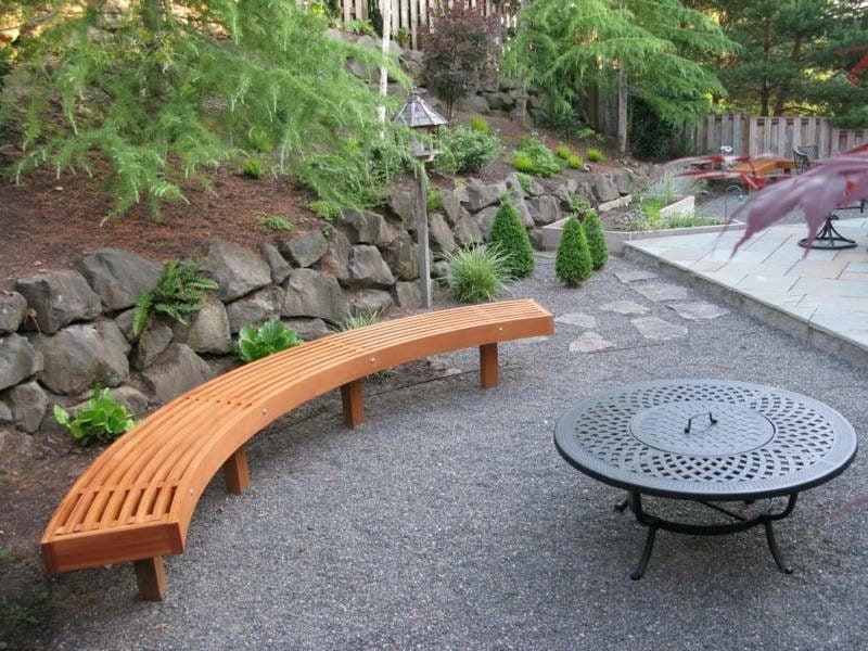 Gartenbank aus Holz halbrund origineller Look