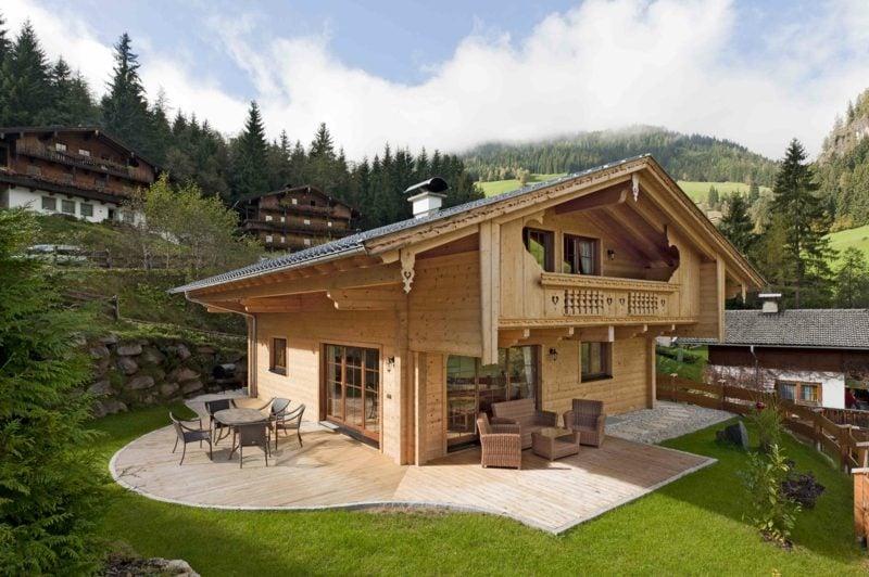 moderne Häuser Holzhaus in den Bergen
