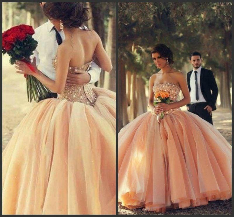 Brautkleid Apricot Farbe prachtvoll Vintage Stil