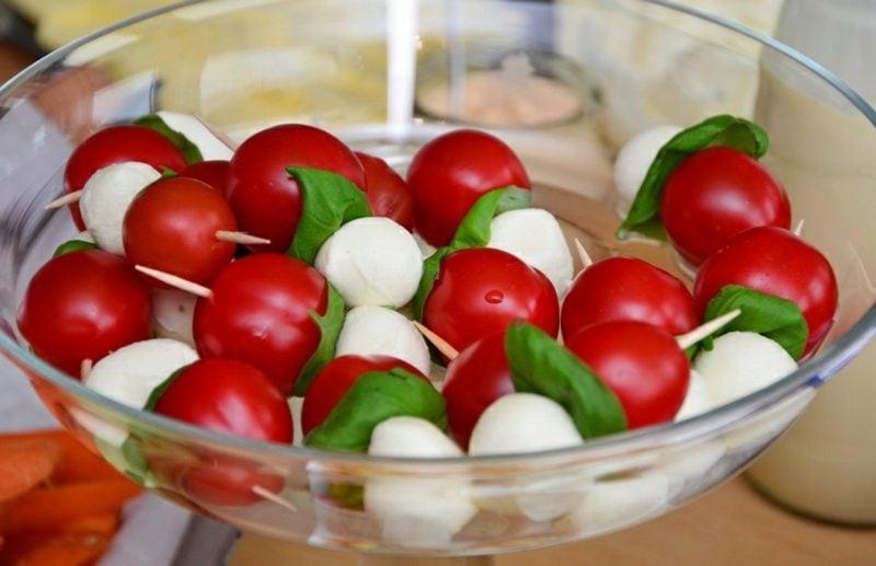Party Snacks Spiesse mit Mozzarella und Tomaten