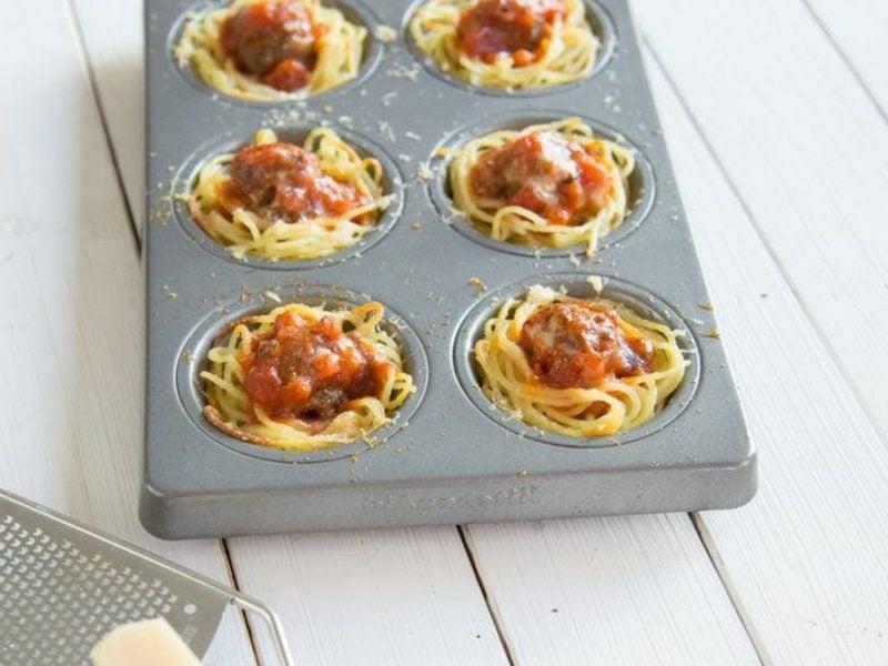 Snacks Rezepte Party Häppchen mit Spaghetti und Parmesan