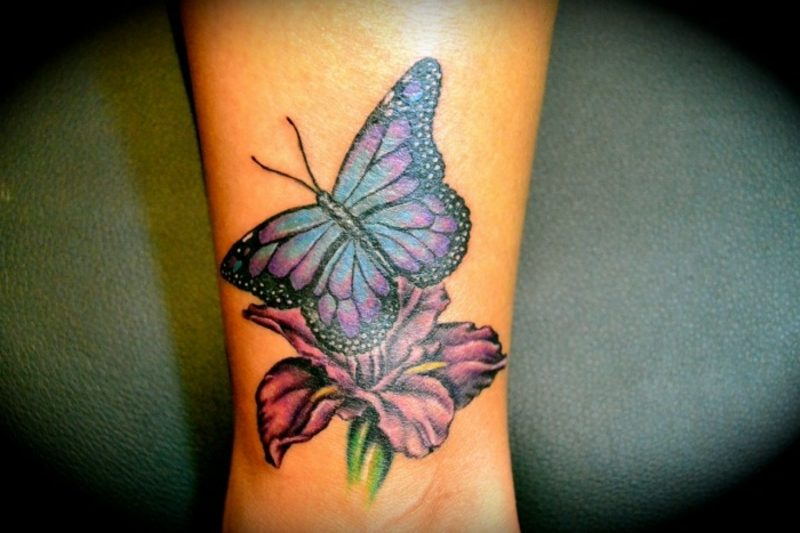 Tattoo Schmetterling mit Blume