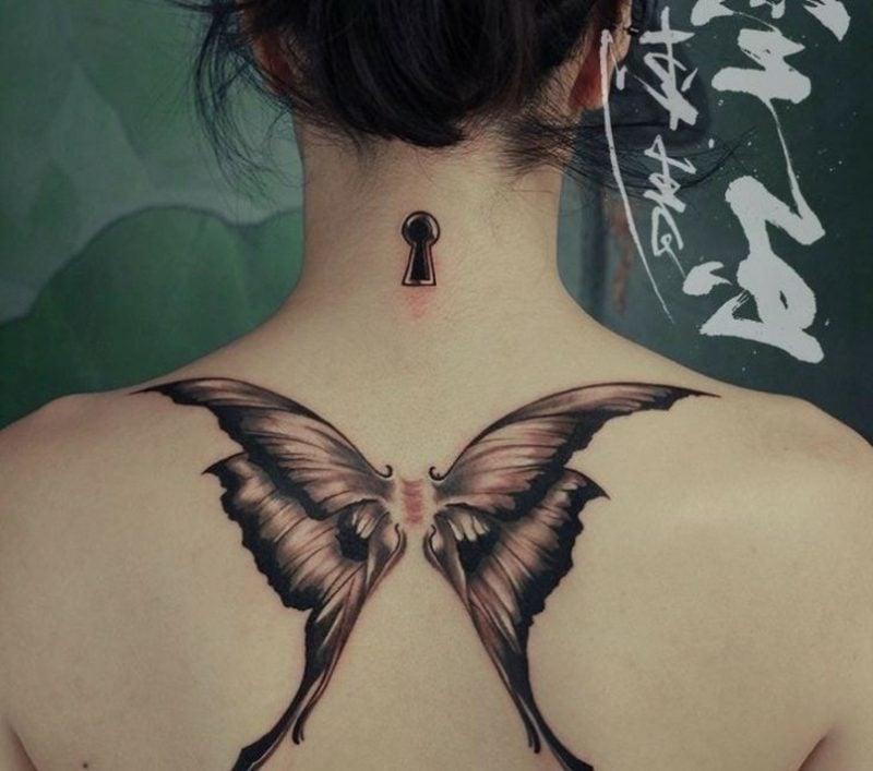 Tattoo Schmetterlicng und Schlüsselloch gross Rücken