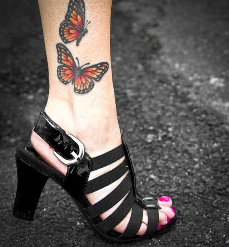 Tattoo Schmetterling Monarchfalter Bein realistische Darstellung