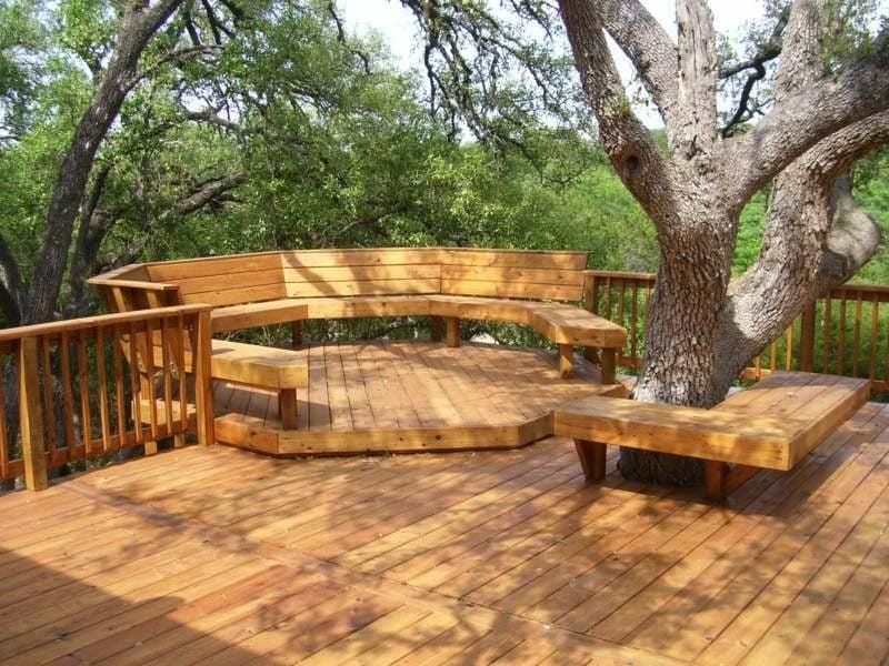 Gartenbank aus Holz lang rund originelles Design