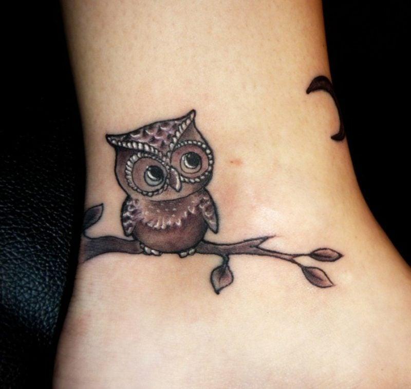 kleine Tattoos Motive Eule Fussgelenk