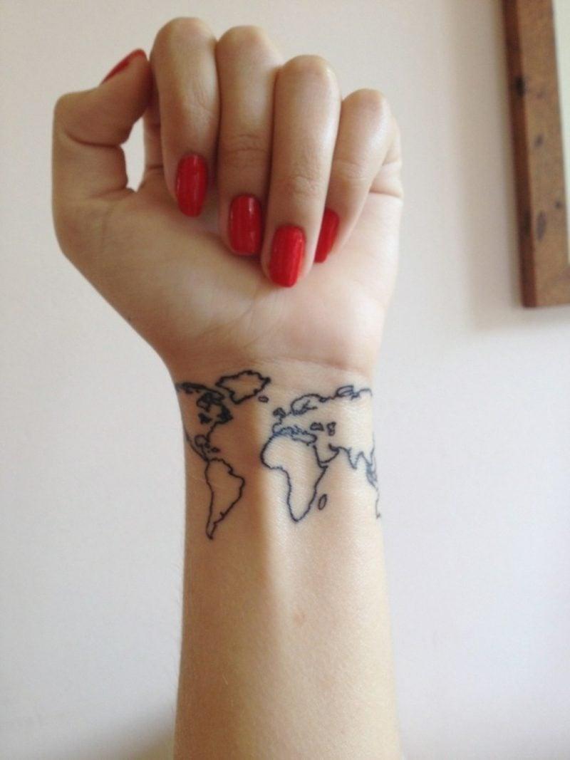 kleine Tattoos Motive Weltkarte Handgelenk Frau