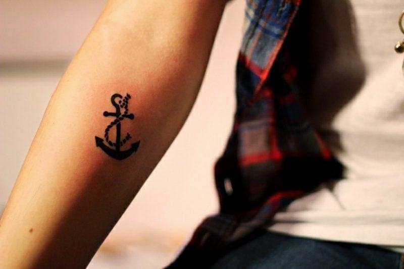 kleine Tattoos Motive Anker und Seil Unterarm