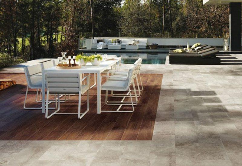 Terrassengestaltung Essplatz Pool Bodenbelag Holz und Steinplatten