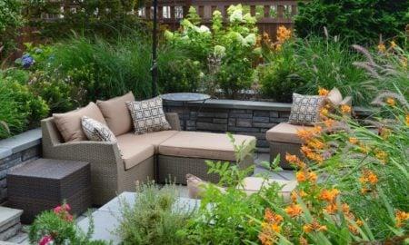 Terrasse Rattanmöbel Sichtschutz Pflanzen