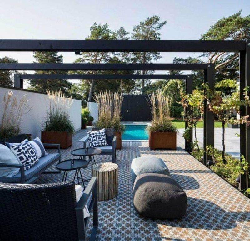 moderne Terrassengestaltung keramische Fliesen mit eindrucksvollem Muster