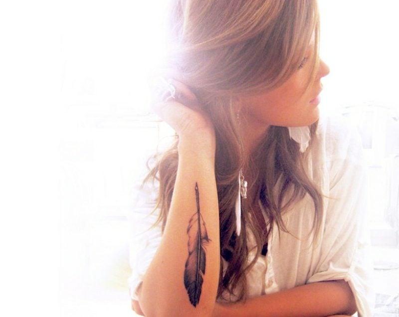 Tattoo auf Unterarm originelle Ideen Frauen Schreibfeder